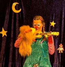 Clownin LOTTE mit Hertha an Ukulele