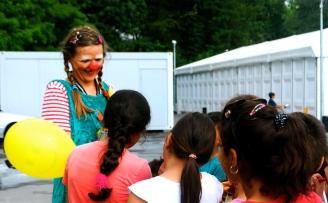 Clownin LOTTE im Zeltdorf