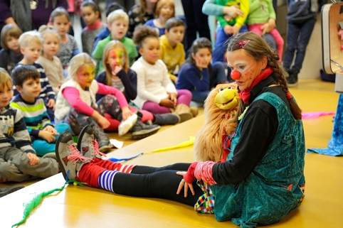 Clownin Lotte in Bibliothek Düsseldorf IKIBU