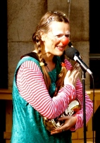 Clown LOTTE mit Saxophon