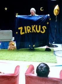 Clownin und Zirkus