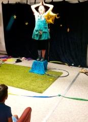 Clown fliegt zum Mond