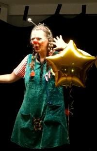 Clown hört Sterne pfeifen